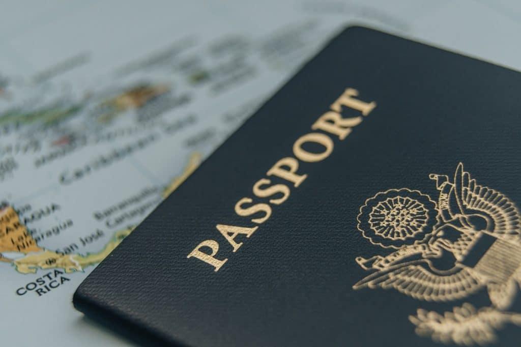 Ne pas oublier les passeports et les documents de voyage