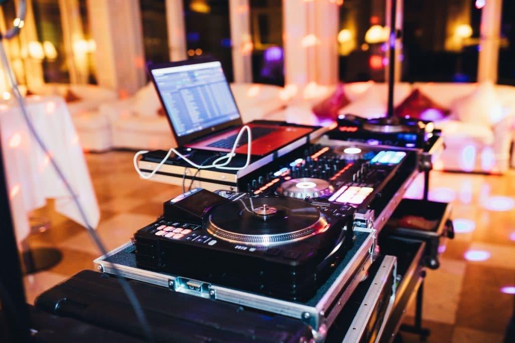 Quand contacter le DJ ?