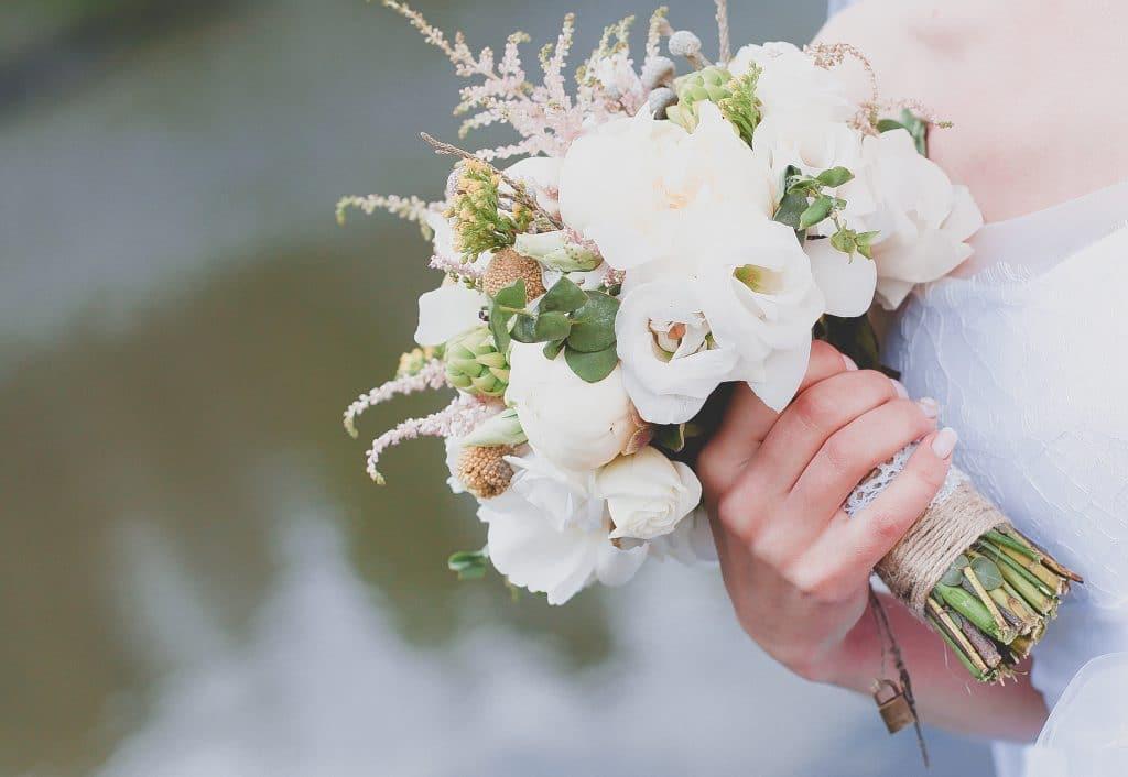 Faut-il un bouquet de fleurs tout blanc ?